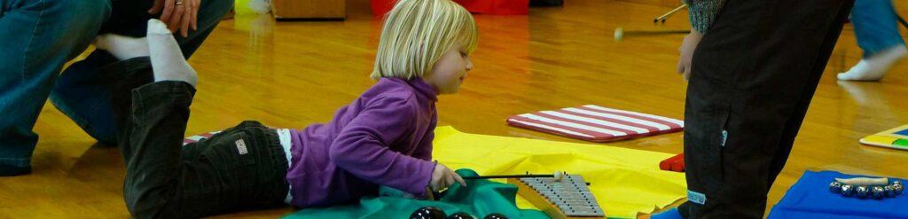 Dianalund Kirker holder musikalsk legestue for de mindste